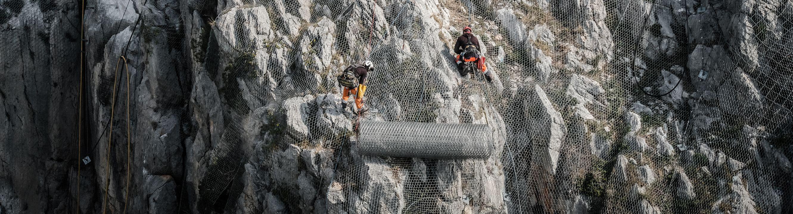 technicien cordiste tp 25 doubs mouthier haute pierre pose de grillage plaqué acrobtp interim mission débutant